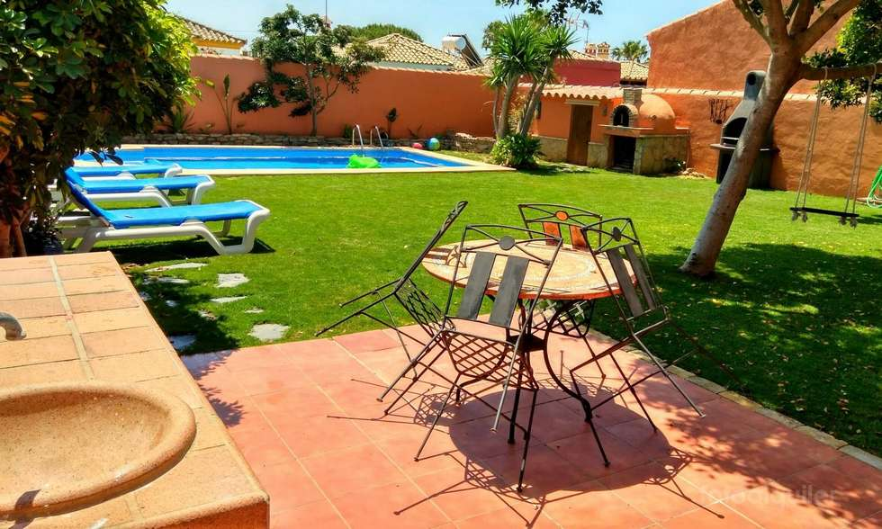 Chalet independiente con piscina privada en Chiclana