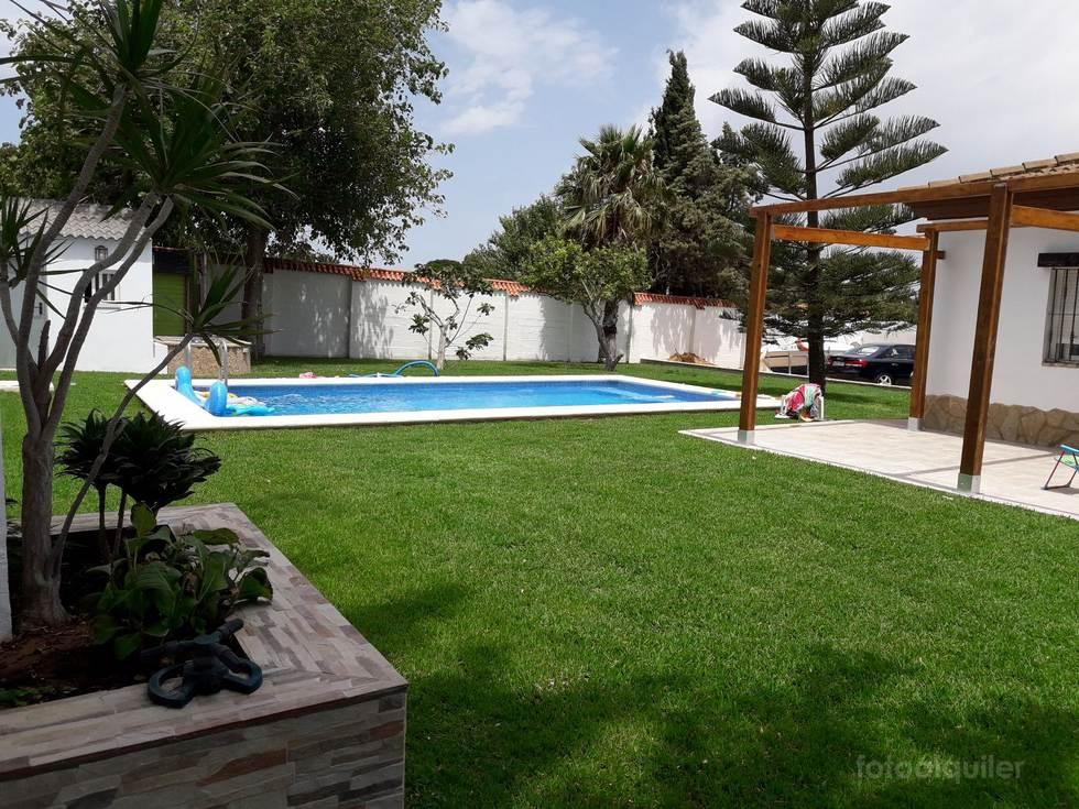 Alquiler chalet 3 dormitorios con piscina privada en Chiclana de la Frontera