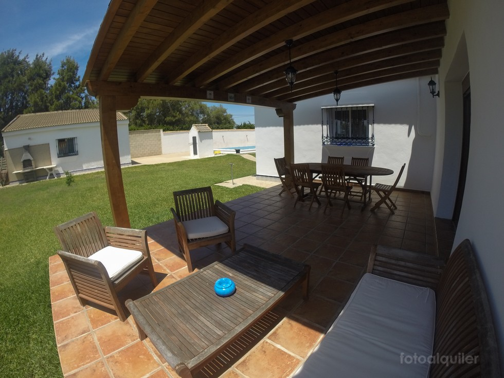 Alquiler chalet independiente y piscina privada en la Urbanización Hozanejos, Chiclana