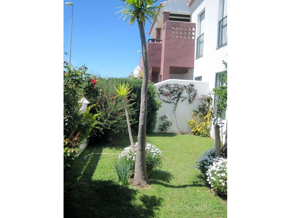 Alquiler de adosado con jardín en la urbanización Aldea del Coto, Chiclana