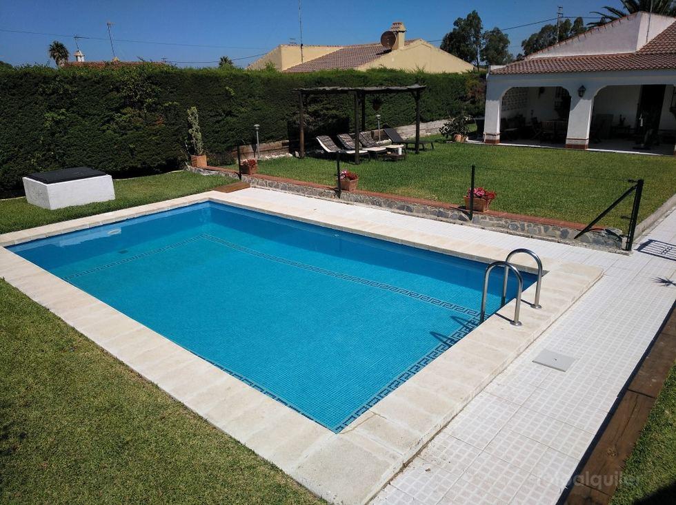 Alquiler chalet 3 dormitorios en Chiclana de la Frontera, Urbanización Hozanejos