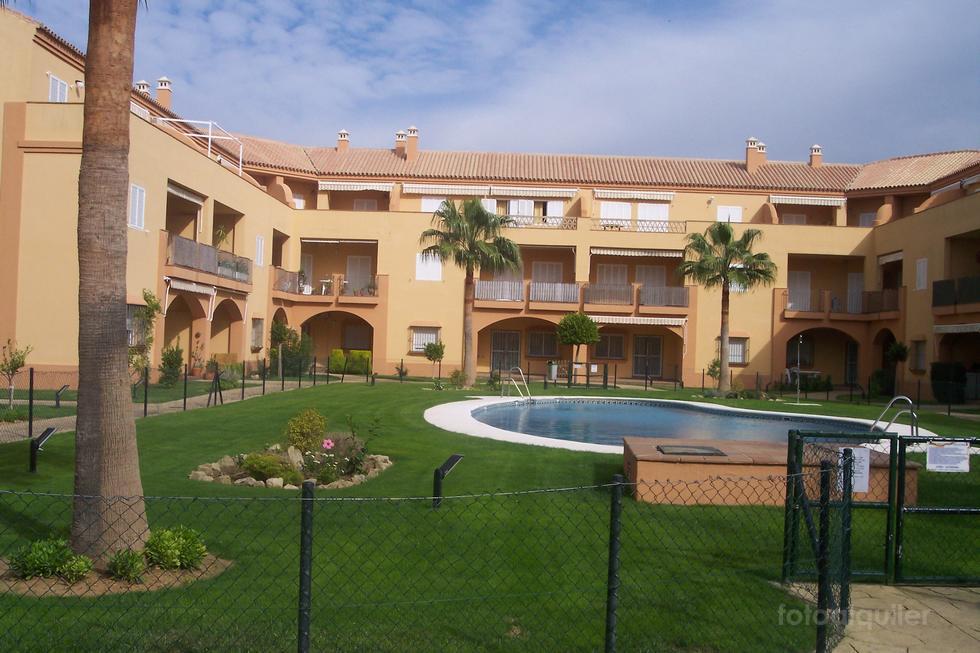 Alquiler de piso tres dormitorios en Chiclana de la Frontera, Novo Sancti Petri