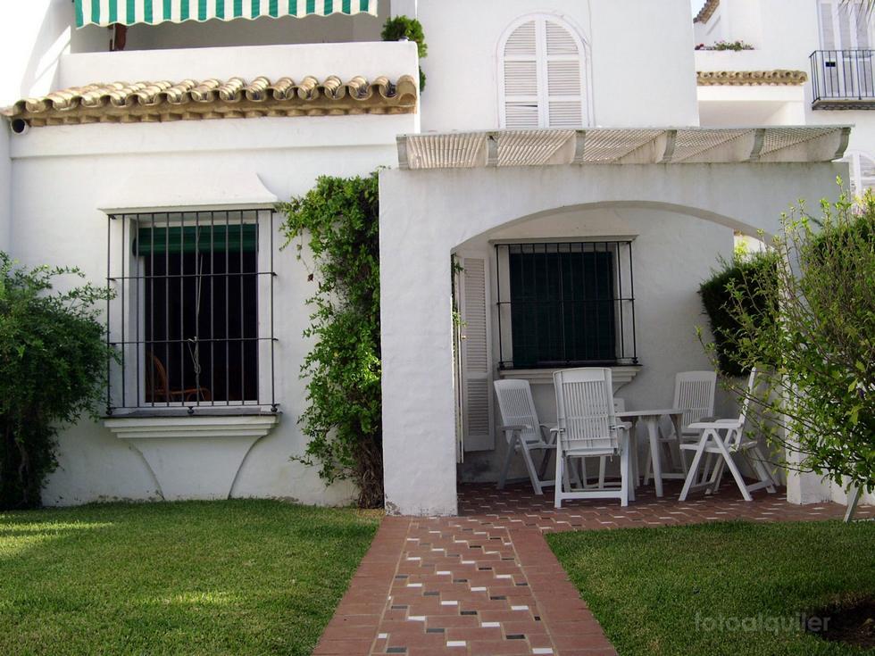 Alquiler de apartamento en la urbanización Costa Sancti Petri, Chiclana de la Frontera, Cádiz, ref.: chiclana3253
