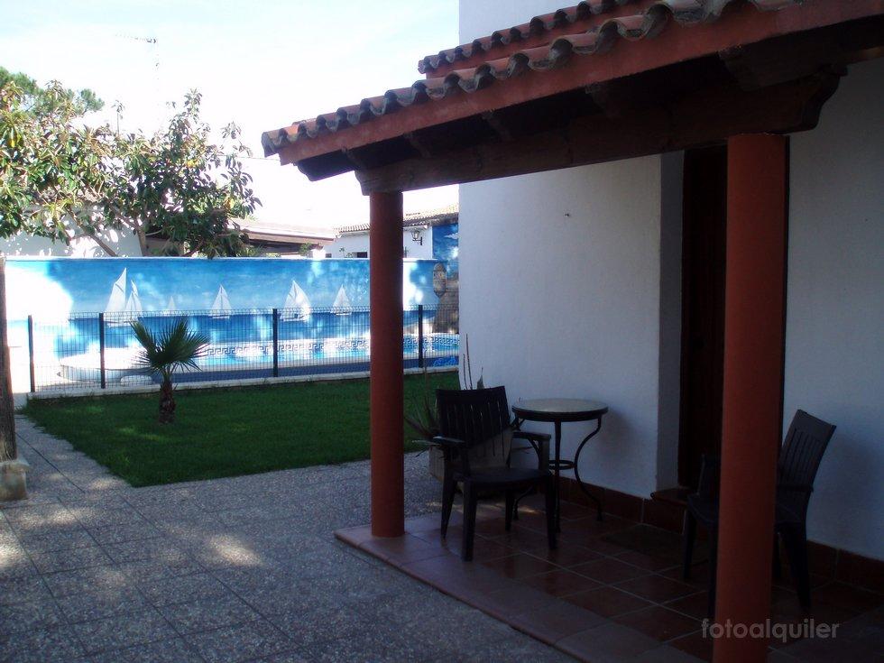 Chalet con piscina vallada para niños, urbanización Pinar de los Guisos, Chiclana