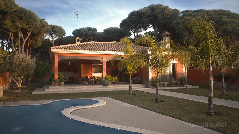 Alquiler de Chalet independiente con jardin, piscina y jacuzzi en Chiclana, la barrosa, Cádiz