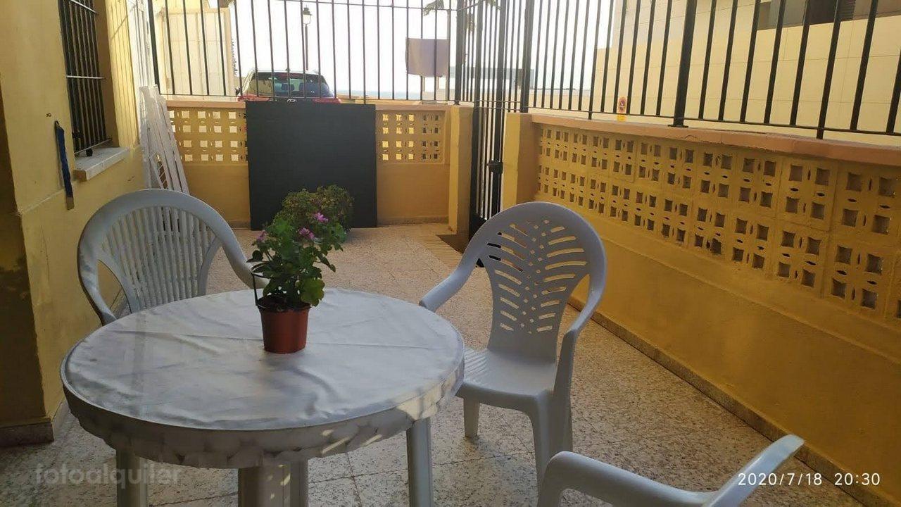 Alquiler de apartamento en primera línea de playa en Chipiona, Costa de la Luz, Cádi, ref.: chipiona6746