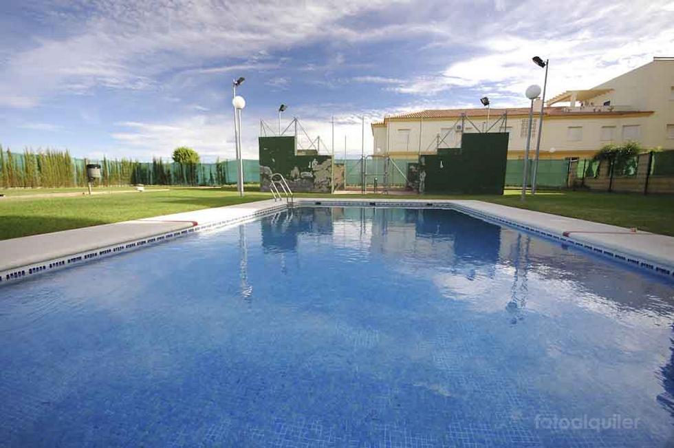 Alquiler de apartamento en la urbanización La Laguna, Chipiona, Cádiz, ref.: chipiona8366