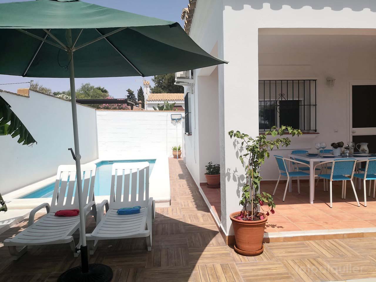 Alquiler de chalet independiente con jardín en Conil de la Frontera, Cádiz
