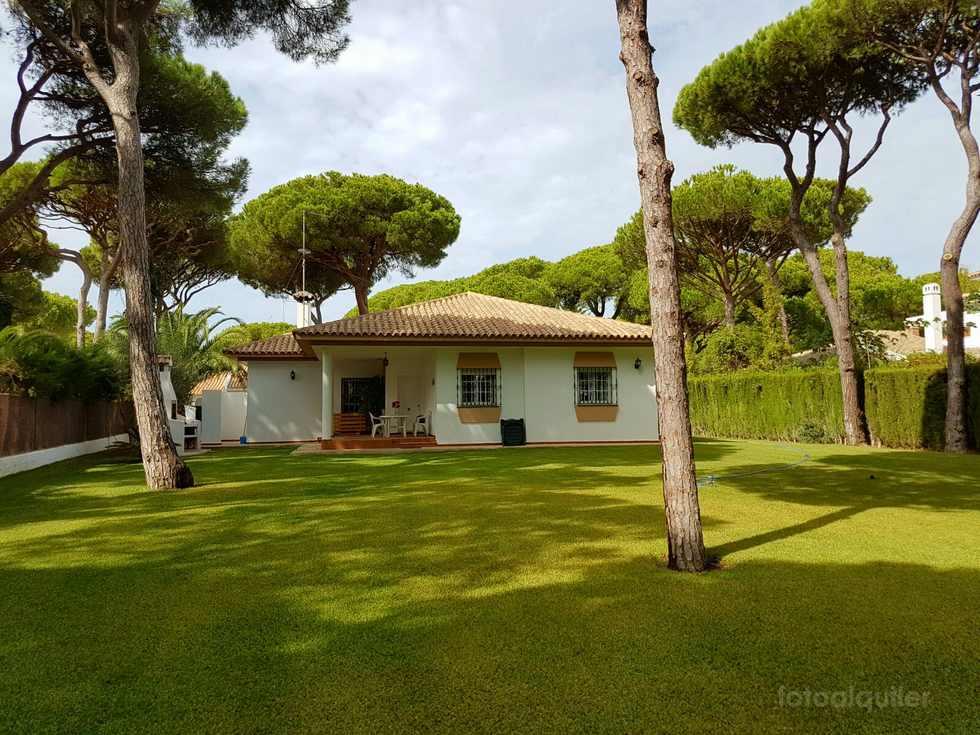 Chalet con jardín privado en Conil de la Frontera, Urbanización Roche