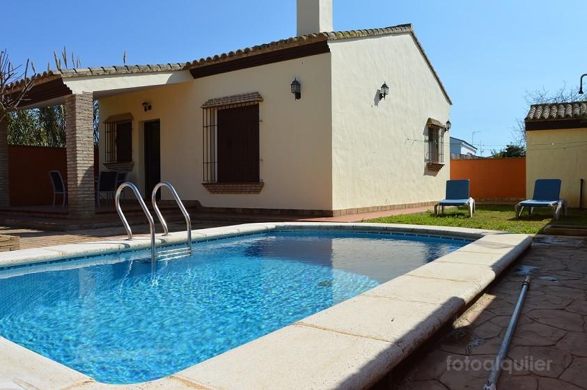 Alquiler de chalet con piscina privada en Cala del Aceite, Conil