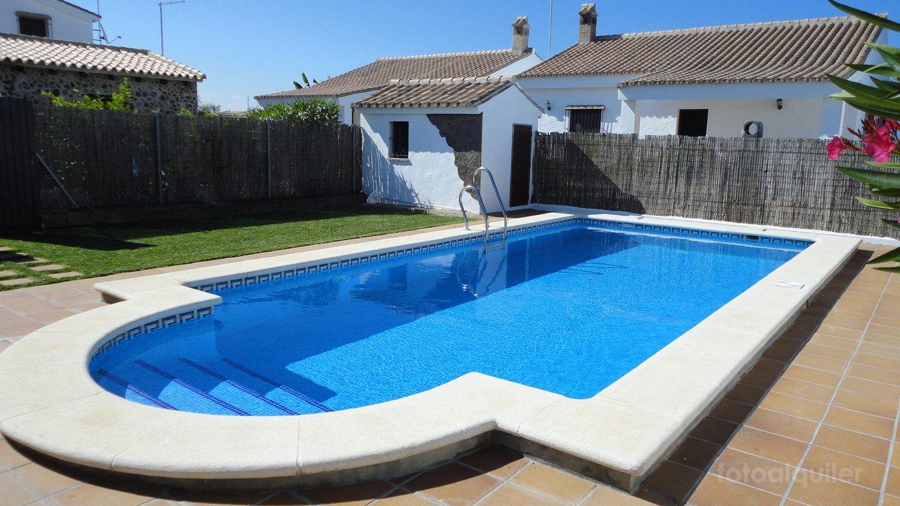 Se alquilan tres casas de campo con piscina en Conil de la Frontera