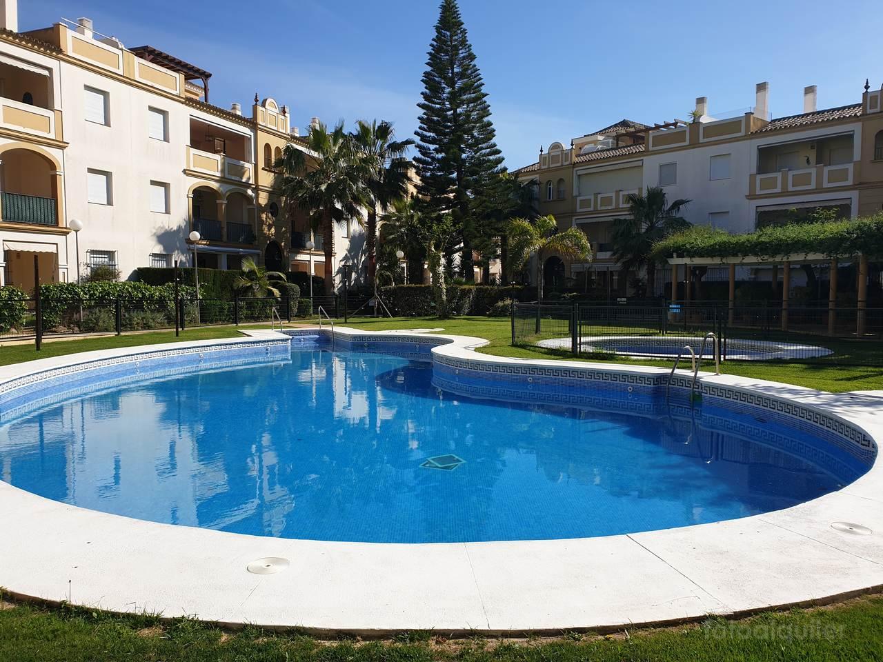 Alquiler de apartamento dos dormitorios en primera línea Costa Ballena