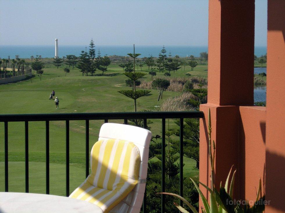 Apartamento con vista a la playa y al campo de golf en Costa Ballena