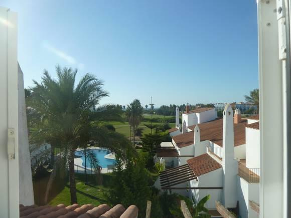 Casa con jardín en el campo de Golf de Costa Ballena, urbanización Marina Golf