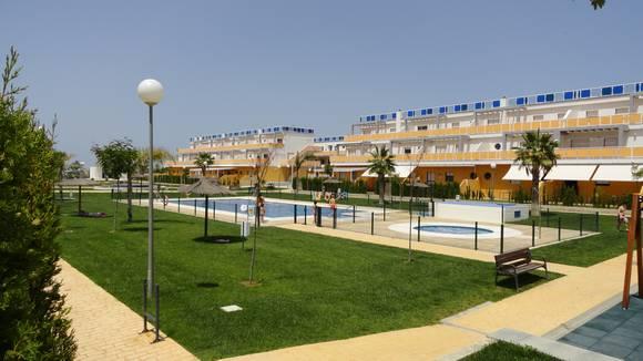 Apartamento con jardín en la urbanización Las Tres Piedras, Costa Ballena
