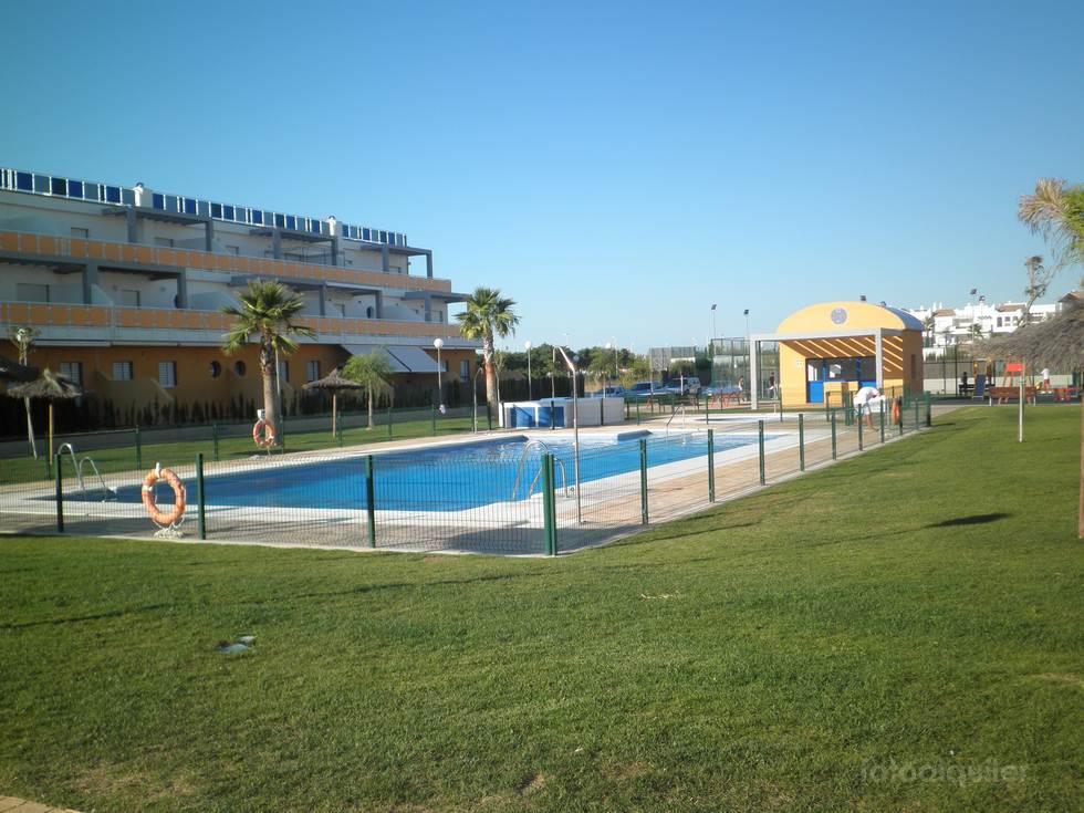 Alquiler de piso 2 dormitorios en Costa Ballena, urbanización Tres Piedras