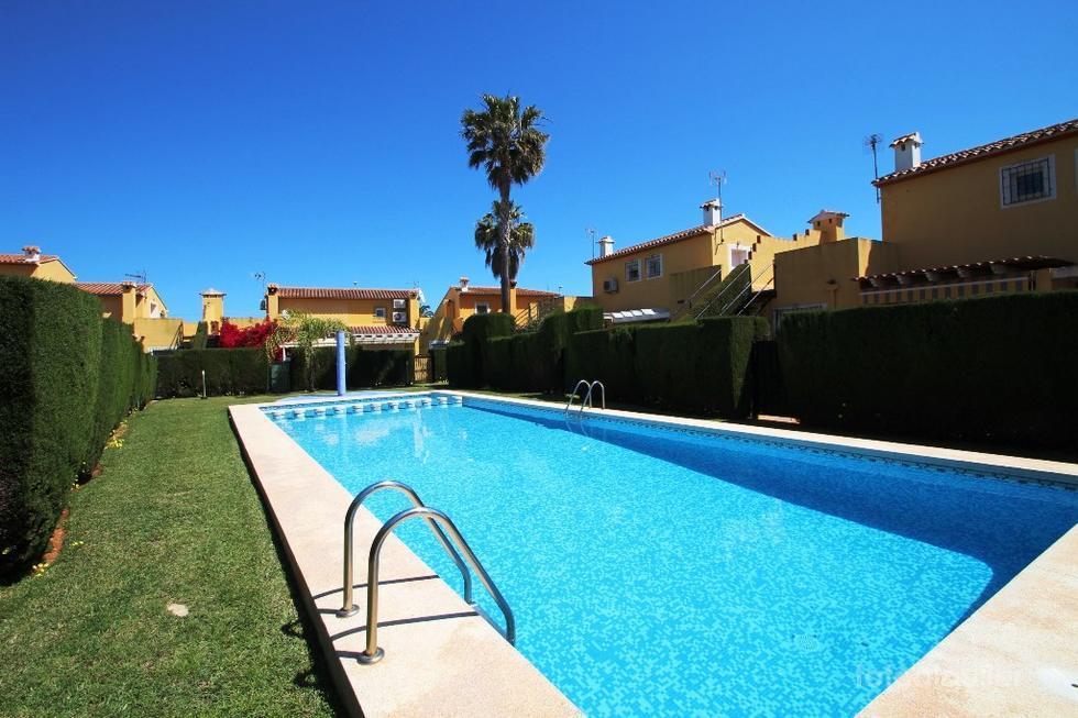 Chalet adosado en urbanizacion El Datiler, Las Marinas, Denia, Alicante
