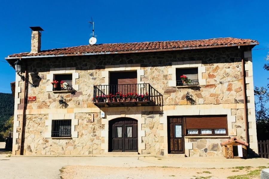 El Casillo de Vinuesa, casa rural con jardín y barbacoa para 15 personas en Vinuesa, Soria