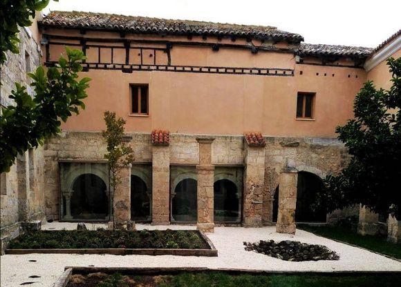 El Monasterio Escondido, hotel rural en Tórtoles de Esgueva, Ribera del Duero, Burgos