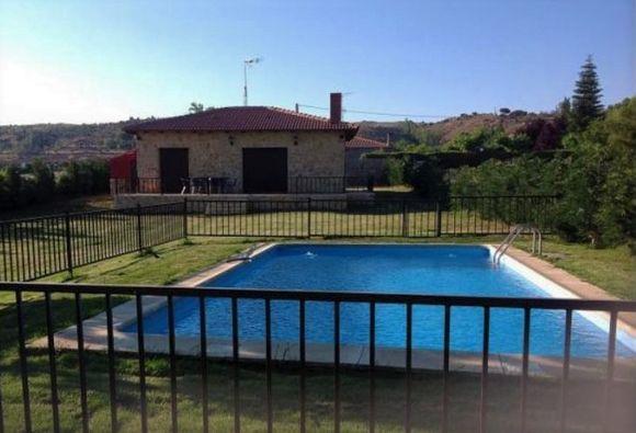 El Nido, casa rural con jacuzzi y piscina privada en Avila, La Serrada