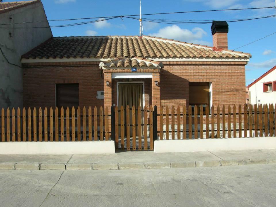 Casa Rural El Cerezo en Chañe, Segovia. Dos dormitorios, jardín y barbacoa