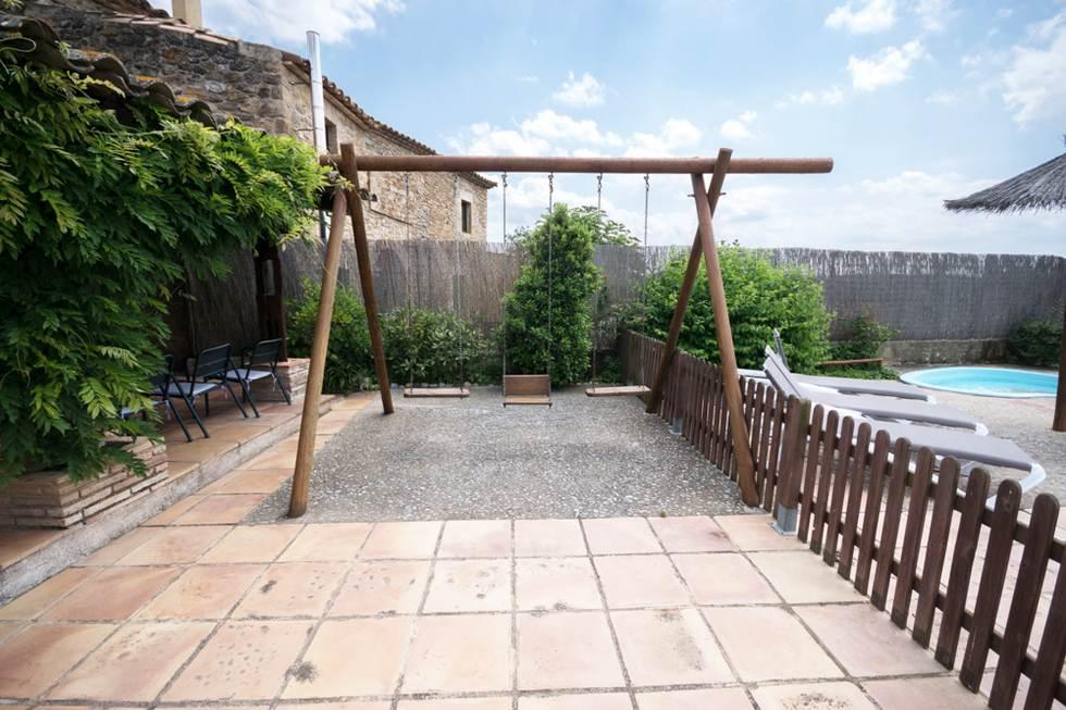 El Graner de Can Gat Vell, casa rural en Saus Camallera Llampaies, Girona.