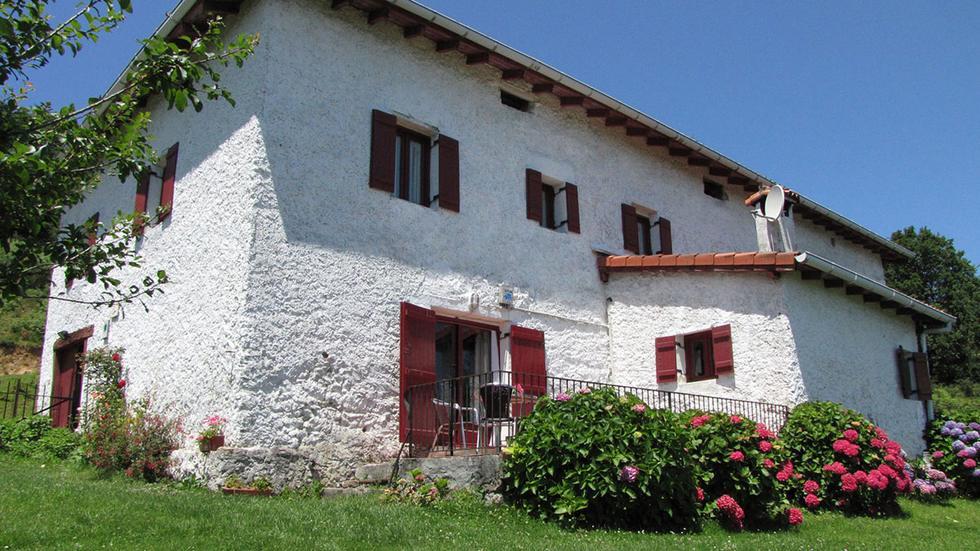 Casa Rural Erreteneko Borda, casa con jardín y barbacoa en Navarra