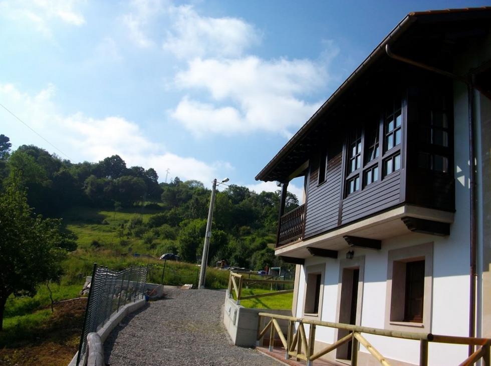 Casas Rurales Esperteyu Blancu y Esperteyu Roxu en Cabranes, Asturias