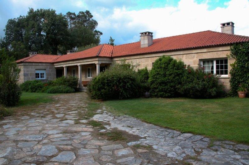 Alquiler de habitaciones en Finca A Coutada en Celanova, Ourense. Finca para celebraciones con capilla.