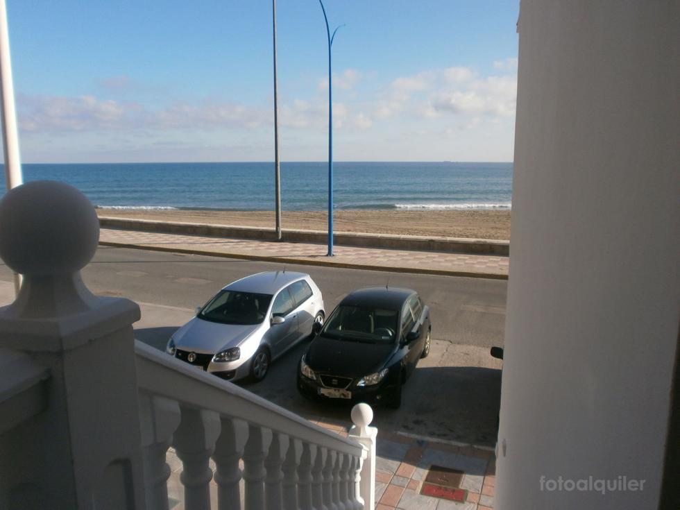 Apartamento dos dormitorios en primera linea playa en Fuengirola