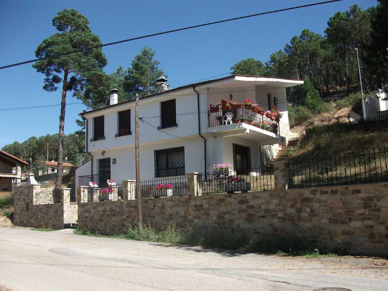 Alquiler de casa rural con jardín y barbacoa en San Leonardo de Yagüe, casa rural Fuente del Pino, Soria