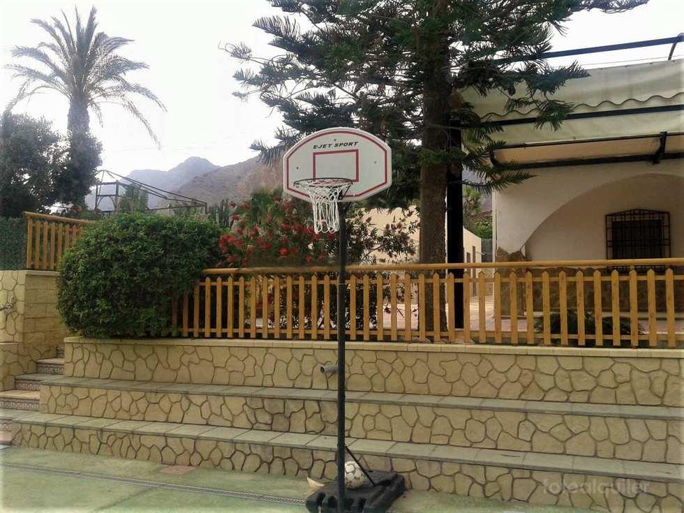 Alquiler de Gran Chalet  en Cox, Alicante