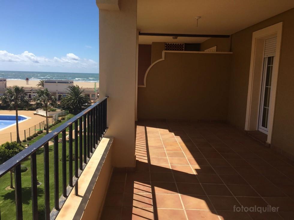 Alquiler apartamento con piscina en primera linea de playa en Isla Canela