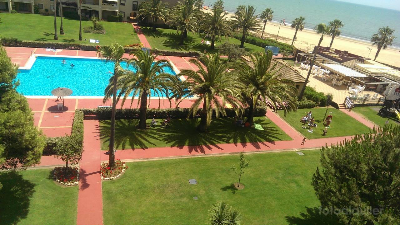 Apartamento con vistas al mar en primera linea en Isla Canela, Alcaudón urbanización