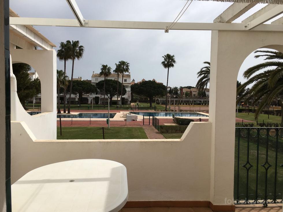 Apartamento en primera línea playa y garaje en Isla Canela, urbanización Playa Alta
