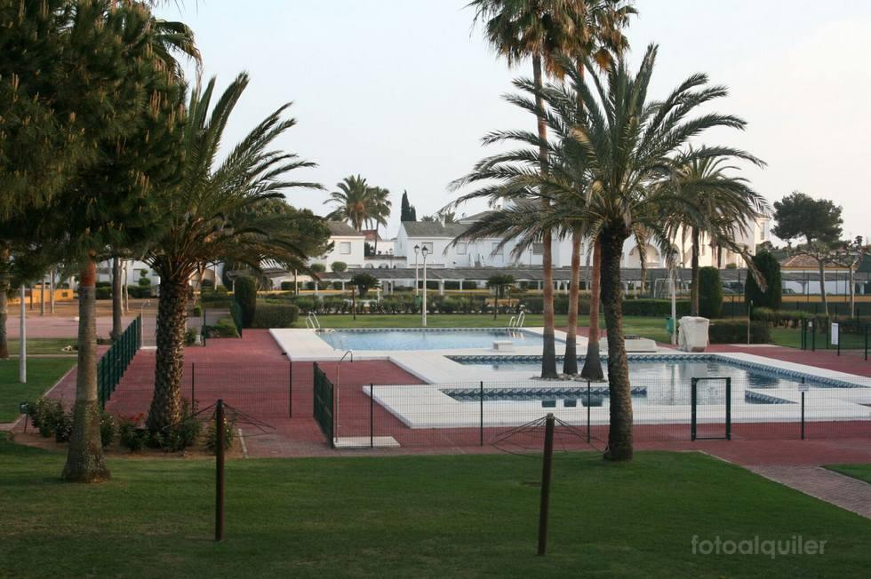 Apartamento con piscina en urbanización Playa Alta, Isla Canela