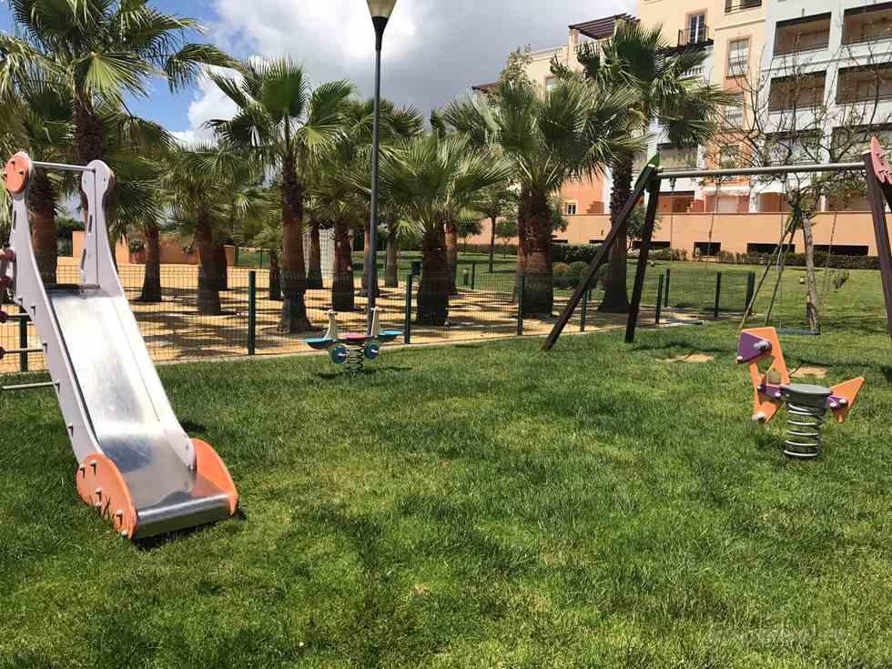 Apartamento con piscina y pádel en Isla Canela, urbanización Las Marismas