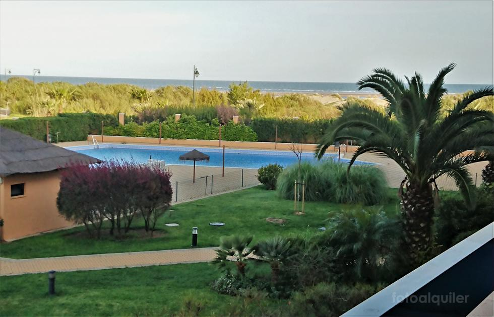Apartamento con piscina en urbanización Los Albatros, Isla Canela