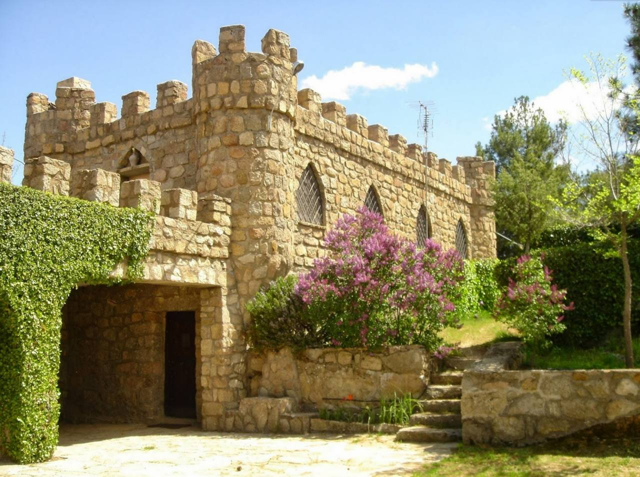 Isla del Burguillo, alquiler de isla privada con castillo en la Isla del Burguillo, El Barraco, Avila