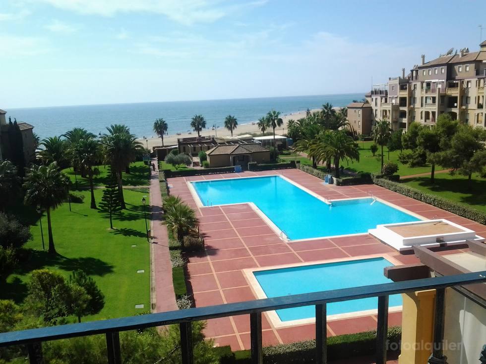 Apartamento en primera línea de playa, urbanización Alcaudón, Isla Canela, Ayamonte, Huelva; ref.: islacanela10051