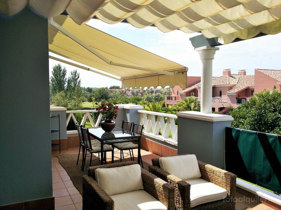 Alquiler de apartamento en la urbanización El Rincón del Golf 2 en Isla Canela, Ayamonte, Huelva.