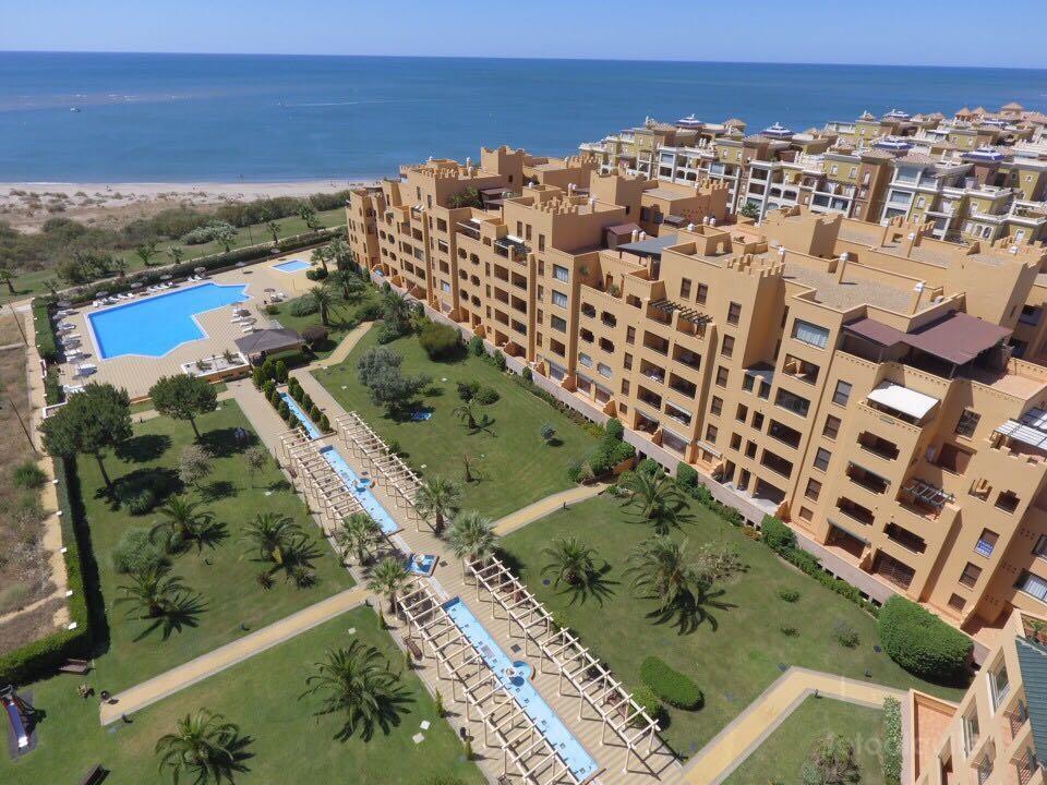 Apartamento primera linea playa, Urbanización Los Albatros, en Punta del Moral, Isla Canela
