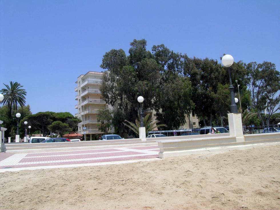 Apartamento en primera linea de playa en Isla Cristina, Urbanización Entrepinos