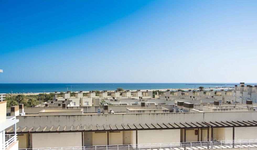 Apartamento tres dormitorios con vistas al mar en Isla Cristina, Huelva
