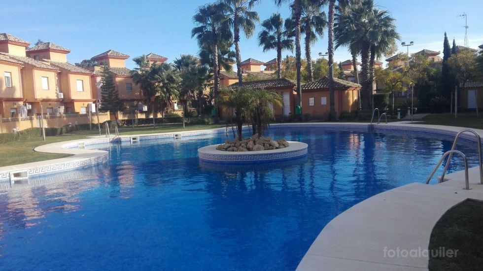 Alquiler chalet tres dormitorios en Islantilla, Urbanización Pinares de Lepe, Huelva