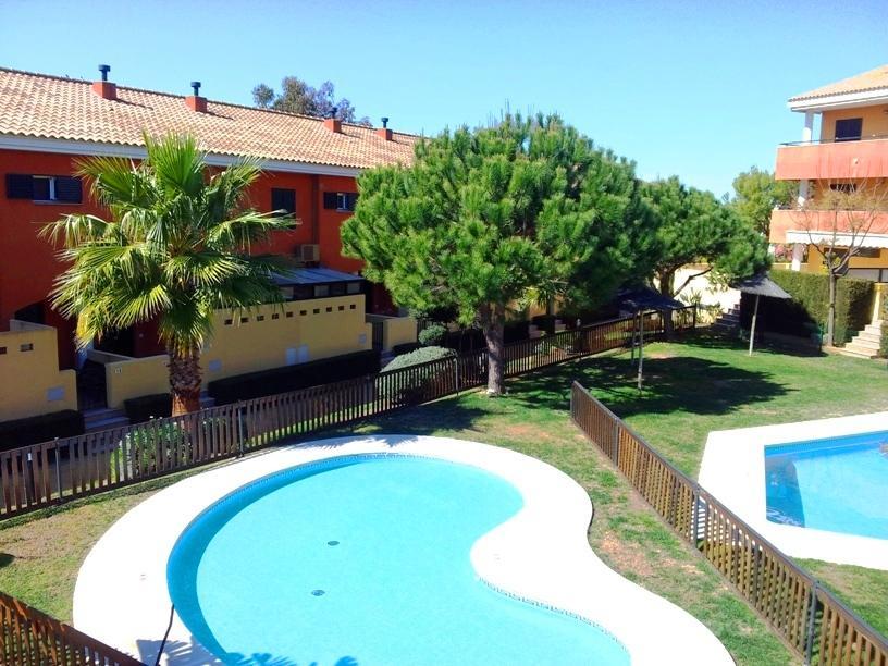 Alquiler de chalet adosado en Islantilla, Urbanización Alboreto, Huelva, ref.: islantilla1536