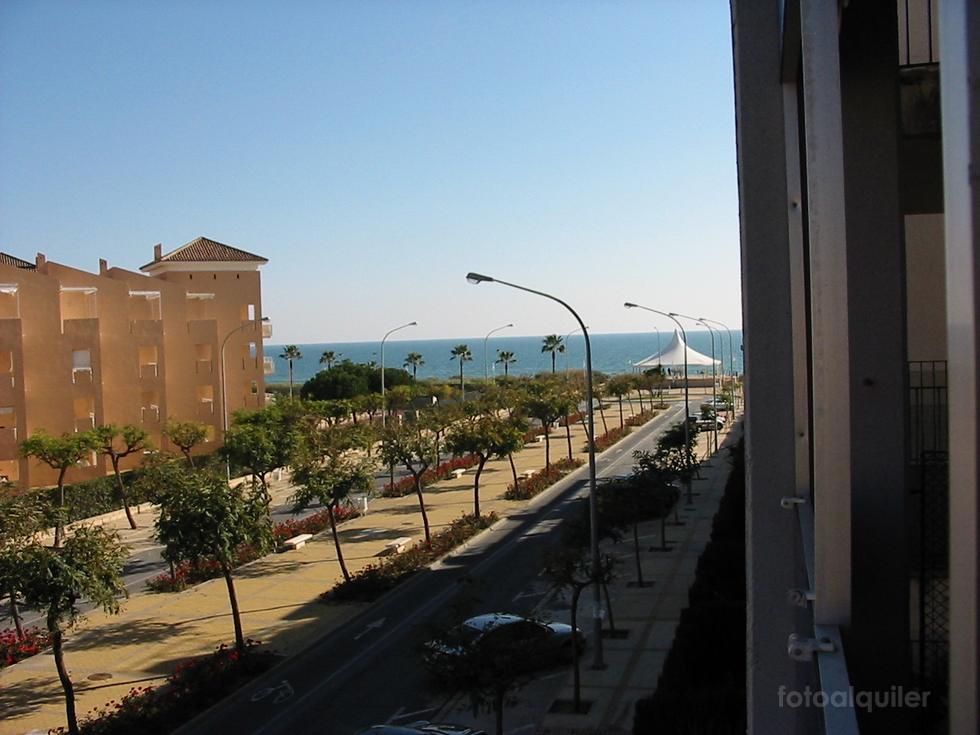 Alquiler piso en primera linea, Islantilla, Urbanización Cuatro Mares, Edificio Velamayor Playa