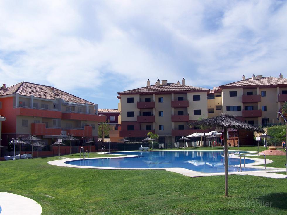 Alquiler de casa adosada en Islantilla, Urbanización Las Palmeras Golf II, Huelva, ref.: islantilla2050