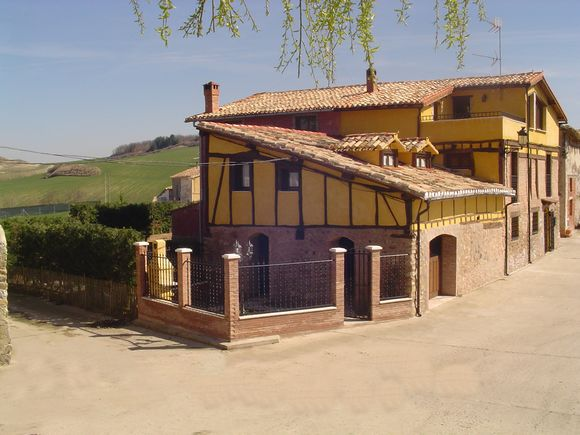 La Casa del Herrero, casa rural con jardín y barbacoa en Viloria de Rioja,
