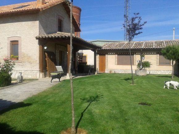 La Casilla del Tren, casa rural en una antigua estación de tren en Villarramiel, Tierra de Campos, Palencia